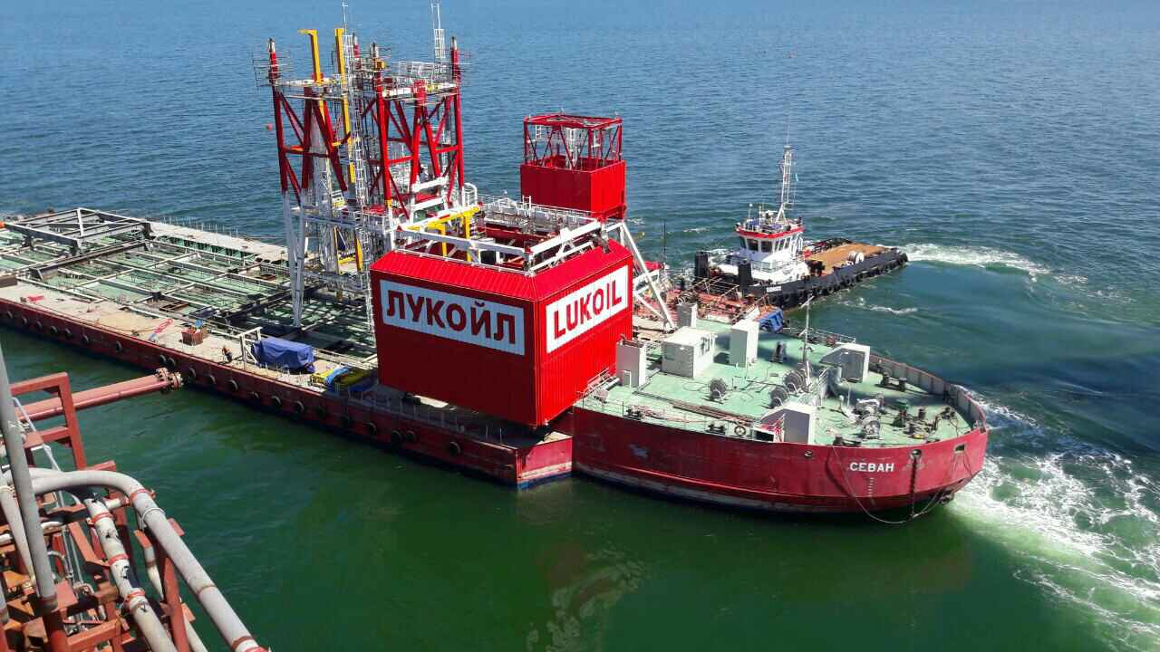 Transportation and installation of blocks at the oilfield V. Filanovsky